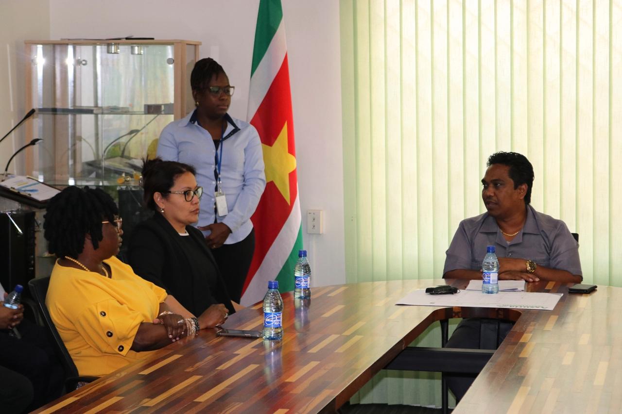 Minister Noersalim installeert verkiezingscommissies